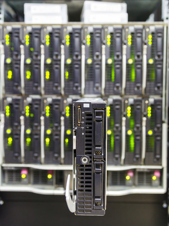 virtualization: server chassis, the platform virtualization in the data center server rack and failed blade server