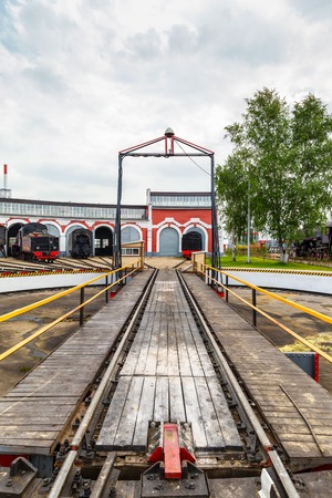 peron: old black steam locomotive and Railway turntable in Russia at the summer at the old railway station Stock Photo