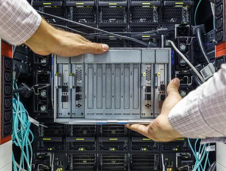 virtualization: replacement component of faulty blade server in chassis, the platform virtualization in the data center server rack
