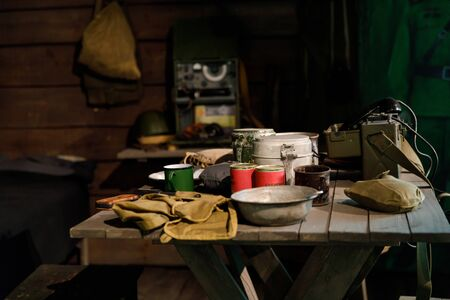 Interior of dugout Soviet soldiers during second world war, items of military life, reconstruction. 版權商用圖片