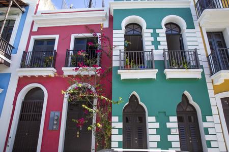 Casas de colores en el Viejo San Juan, Puerto Rico Foto de archivo - 62472987