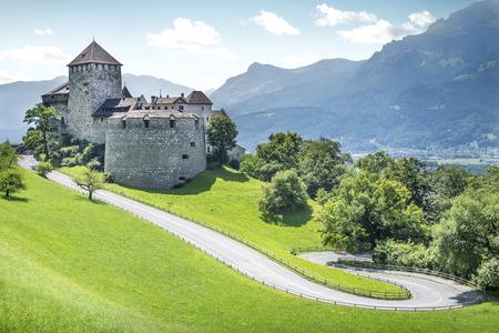 Castillo medieval en Vaduz, Liechtenstein Foto de archivo - 64243738