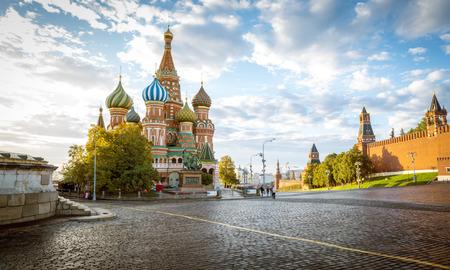 Catedral de San Basilio en la Plaza Roja en Moscú, Rusia Foto de archivo - 64954208