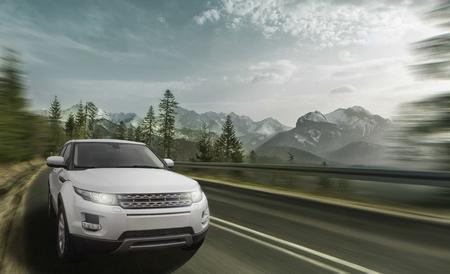 高速山道で車を運転 写真素材