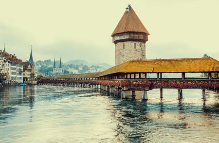 Chapel Bridge and Water Tower in Lucerne, Switzerland Foto de archivo