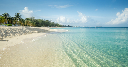 Seven Mile Beach on Grand Cayman island, Cayman Islands 免版税图像