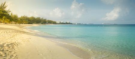 Seven Mile Beach on Grand Cayman island, Cayman Islands Foto de archivo