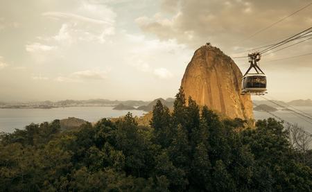 Sugarloaf Cable Car (Bondinho do Pao de Acucar) in Rio de Janeiro, Brazil 免版税图像