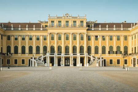Vienna, Austria - August 03, 2014: Panorama of Schonbrunn palace in Vienna, Austria Foto de archivo - 128139863