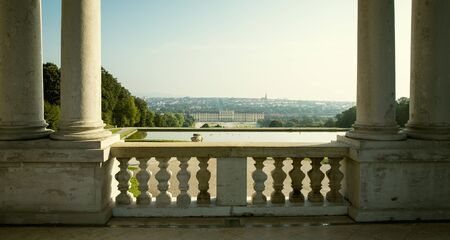 Vienna, Austria - August 03, 2014: View on garden of Schonbrunn palace from Gloriette in Vienna, Austria Foto de archivo - 128139866