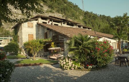 Bellagio, Italy - July 18, 2014: beautiful italian house at the Como Lake in Lombardy, Italy Foto de archivo - 128139941