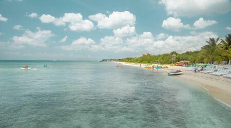 Beautiful sandy beach in Mexico Foto de archivo - 130894319