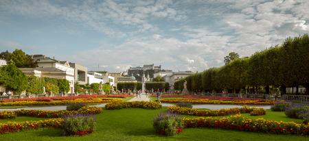Garden in Salzburg old town with castle in the background, Austria Foto de archivo - 130879778