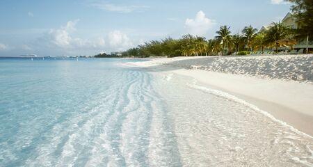 Seven Mile Beach on Grand Cayman island, Cayman Islands Фото со стока