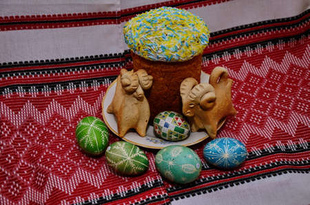 Easter composition. Painted eggs. Easter Easter cake. Ukrainian national tradition. Фото со стока