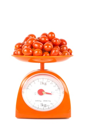 many fresh small tomato lying on weight scale Banque d'images