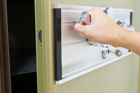 hand pull opening green steel bank safe