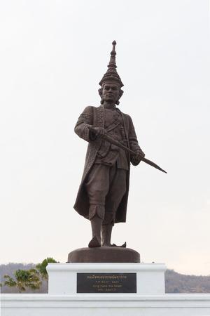 HUA HIN, THAILAND-APRIL 22 : Thai king Narai the great monument at Ratchapakdi Park on APRIL 22, 2016 in HUA HIN, Prachuap Khiri Khan Province, THAILAND. Rajabhakti Park is a historically themed park honouring past Thai kings. Éditoriale