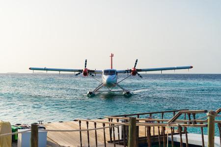 Airplane flying on sea ocean background, at maldives. Archivio Fotografico