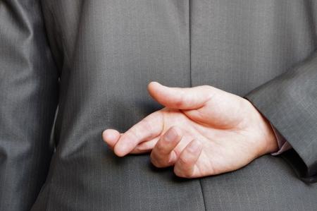 dedo: los dedos cruzados detr�s de un posterior adecuado