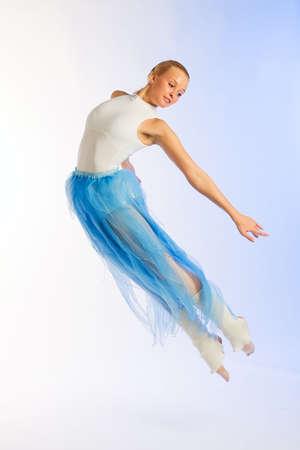 La ragazza la ballerina a prove