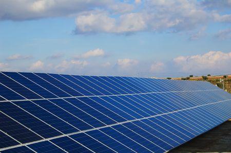Solar-Kraftwerke. Sonnenkollektoren im Süden von Spanien Standard-Bild