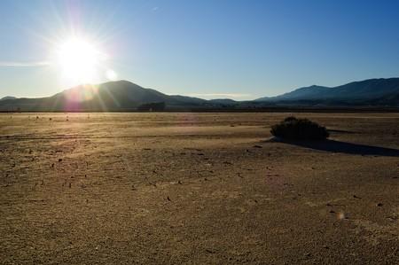 evaporarse: Lago salado seco - paisaje des�rtico - La Laguna de Salinas (Espa�a)