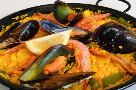 mejillones: Espa�ol tradicional arroz: paella y mariscos Foto de archivo