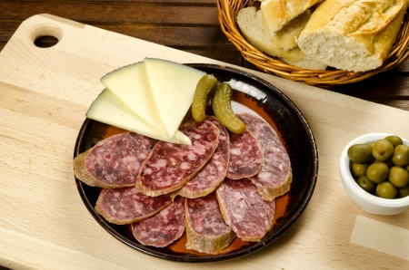 homelike: Homelike appetizer with salami, bread, olives, cheese, pickles and red wine