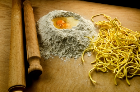 Homemade fresh pasta, italian spaghetti alla chitarra with ingredients and tools Standard-Bild