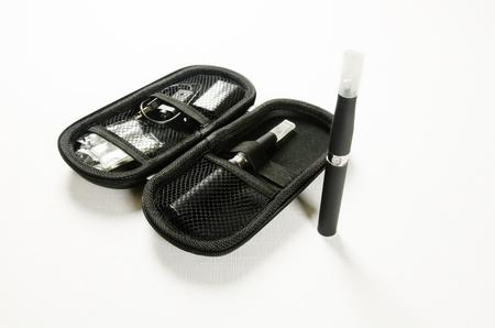 Cigarrillo electr?nico, el detalle y componentes. E-cigarrillo negocios Foto de archivo - 19422752