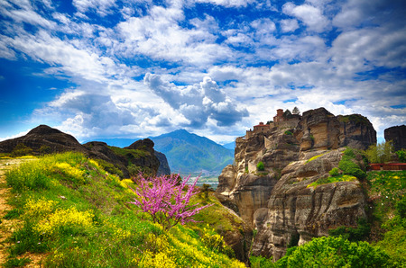 monasteri: Inaccessible monasteries on the cliff in Meteora, Greece