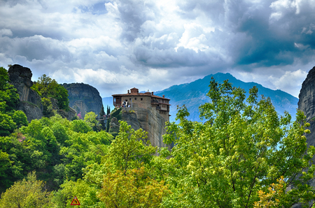 monasteri: Inaccessible monasteries on the cliff in Meteora, Greece