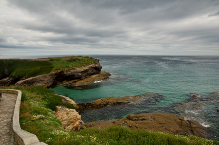 Côte de l'océan au nord-ouest de l'Espagne, région de Galice, petite ville de Foz, falaises