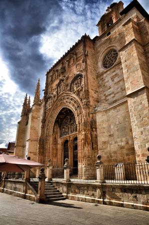 patrimony: Aranda de Duero is the capital of the Ribera del Duero wine region, famous Spanish destination. Santa MarÃÂa la Real Church