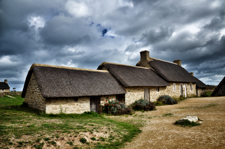 Meneham is an old village of peasant-fishermen-seaweeds. Nestled between the rocks of the CÃÂte des Là © gendes