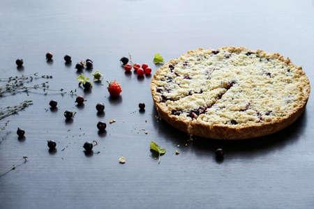 Homemade shortbread berry pie. Summer photo receipts Archivio Fotografico