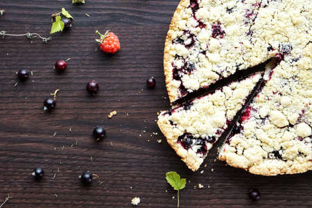 Homemade pie with berries. Summer photo receipts Imagens