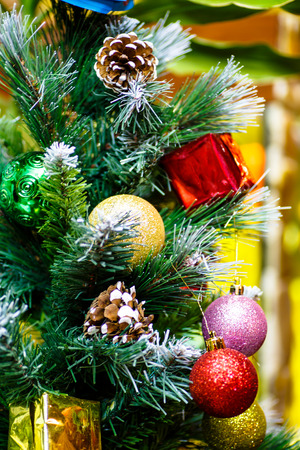 ball lump: Christmas tree decorated with baubles