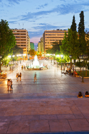 syntagma: People enjoying the evening in Syntagma square