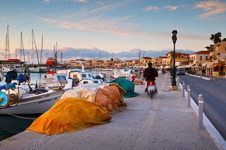 redes de pesca: Fishing nets and fishing boats in the harbour of Aegina island, Greece Editorial