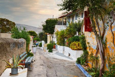 paisaje mediterraneo: Calle de Anafiotika en el casco antiguo de Atenas. Editorial