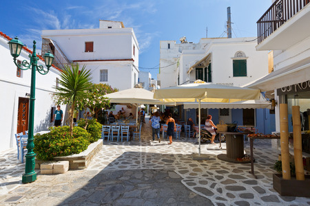 taverna: Restaurants and coffee shops in the centre of the old town of Tinos.