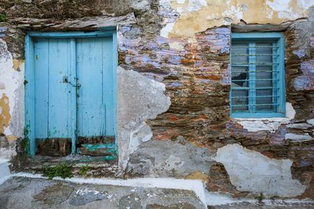 ギリシャのケア島にある Ioulida 村に古い建築。