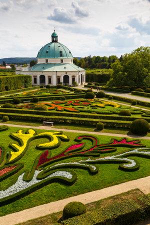保護された花クロメルジーシュの庭園都市、チェコ共和国の円形建築。 報道画像