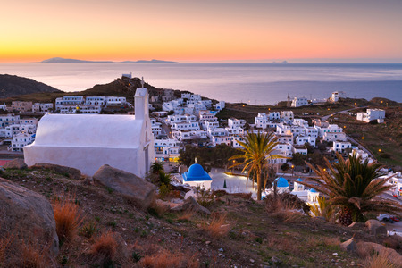Morning view of Chora village on Ios island in Greece. 免版税图像