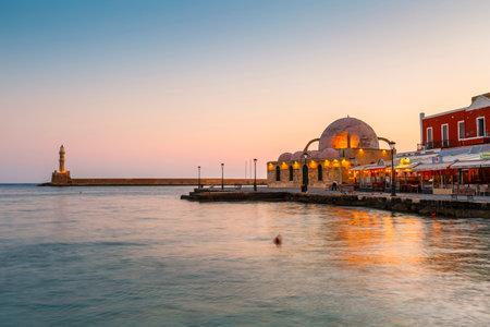 Chania, Griechenland - 14. April 2017: Alten venezianischen Hafen von Chania auf der Insel Kreta, Griechenland. Editorial