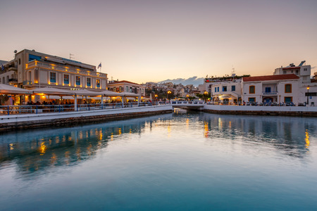 Agios Nikolaos, Greece - April 17, 2017: Evening view of Agios Nikolaos and its harbor, Crete, Greece. Banco de Imagens - 120915188
