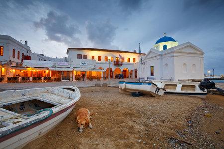 Mykonos, Greece - March 04, 2016: Town of Mykonos as seen from the old harbor. 新聞圖片