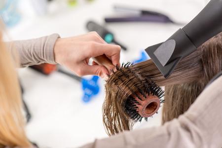capelli castani: